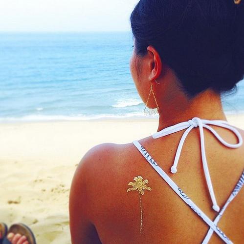 Temporäre Tattoo für Mädchen auf der Schulter