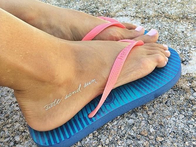 Temporäre Tattoo für Mädchen am Bein