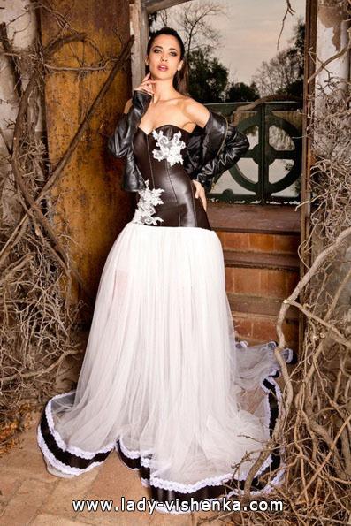 Hochzeits-Kleid mit schwarzen Elementen - Jordi Dalmau