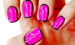 Мультяшный рисунок на ногтях