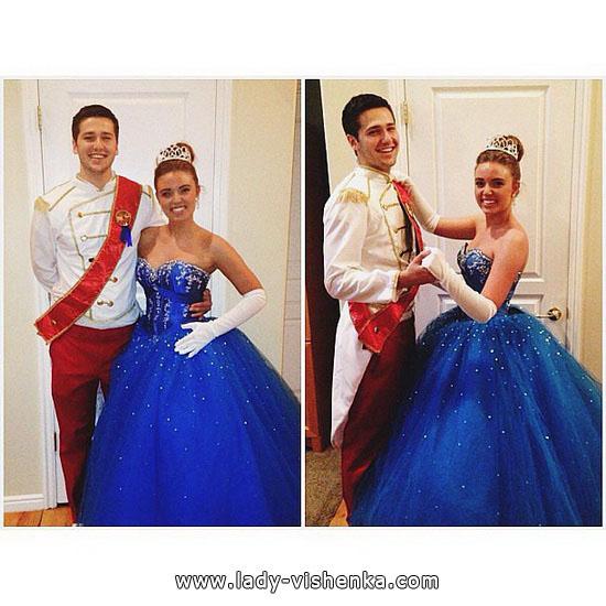 Kleid von Cinderella auf den Halloween