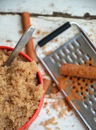 Zucker-Körperpeeling mit Zimt