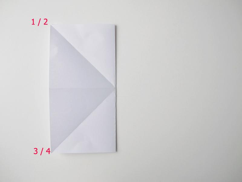 Weihnachtsschmuck aus Papier mit den Händen Master class