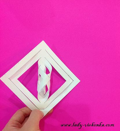 Wie man Schneeflocken aus Papier