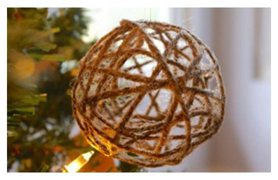 Christmas Ball mit den Händen