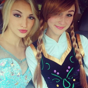 Anna und Elsa auf Halloween