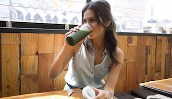 Grüne Smoothies: ein Rezept mit Spinat und Zitrone