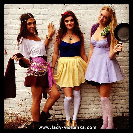 Kurzer Anzug auf der Esmeralda Halloween