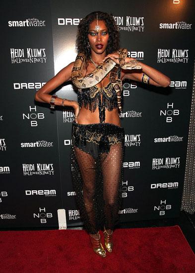 Promi-Halloween-Kostümen - Gebieterin der Schlangen