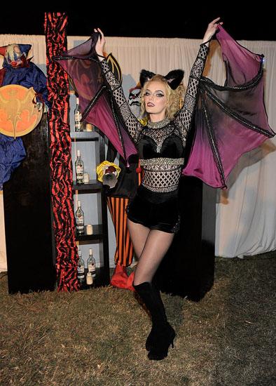 Promi-Kostümen auf Halloween - Fledermaus