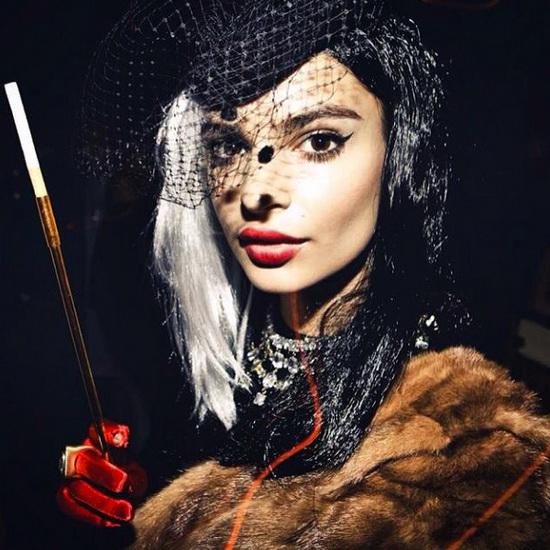 Modell Emily Ratajkowski auf Halloween