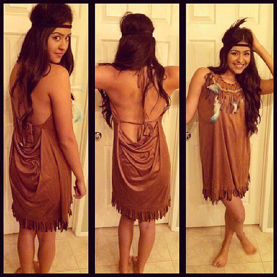 Pocahontas Outfit für Halloween mit ihren Händen