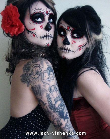 Skelett-Kostüm an Halloween mit Ihren Händen
