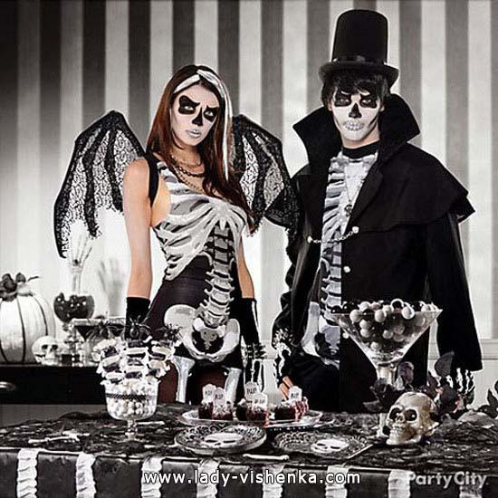 Dampf, die in den Kostümen für Halloween Skelett