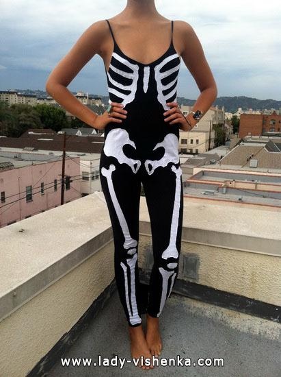 Skelett-Kostüm an Halloween