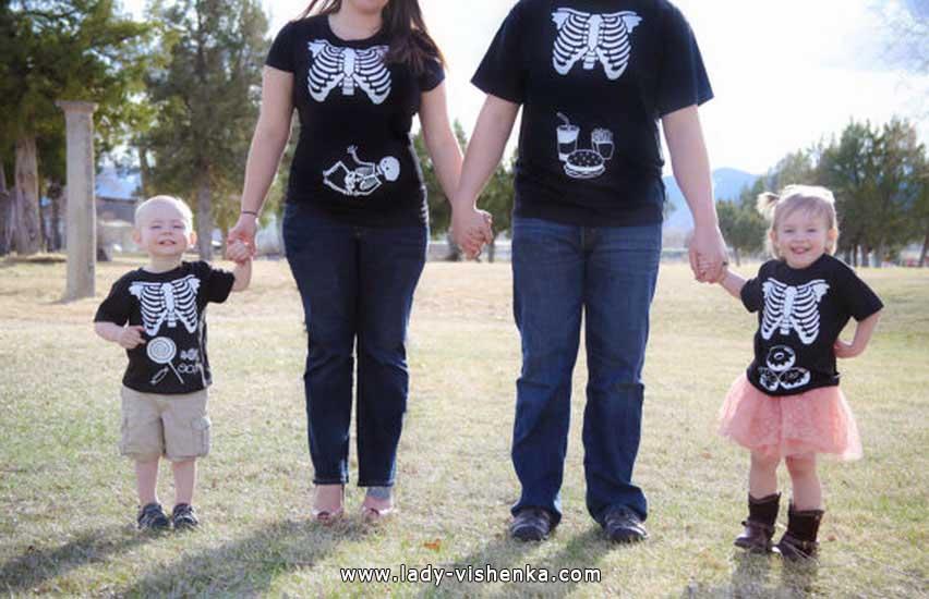 Skelette an Halloween für die ganze Familie