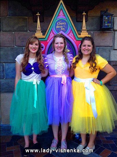Kleider für Halloween-Party mit Ihren Händen - Disney Prinzessinnen