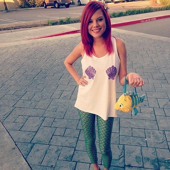 Ariel Kostüm mit den Händen