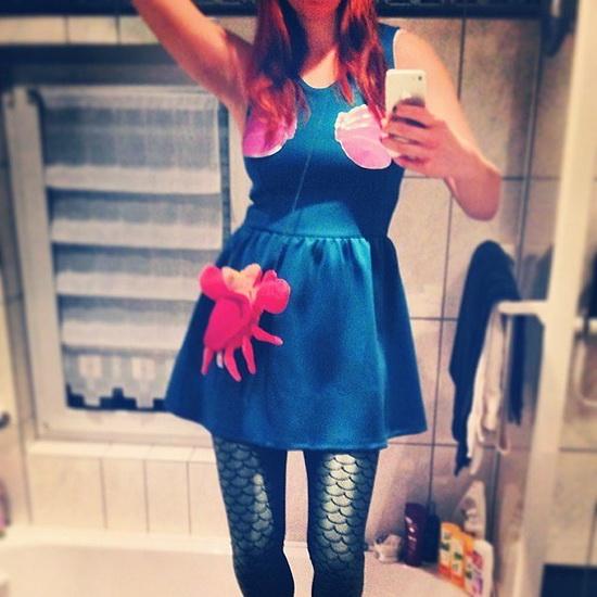 Anzug mit den Händen auf Halloween - die kleine Meerjungfrau