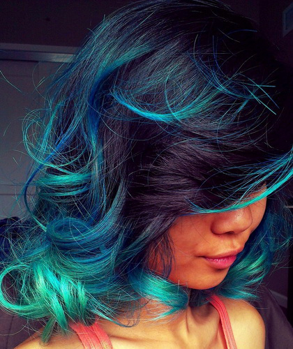 Grün Haarfarbe. Meereswellen