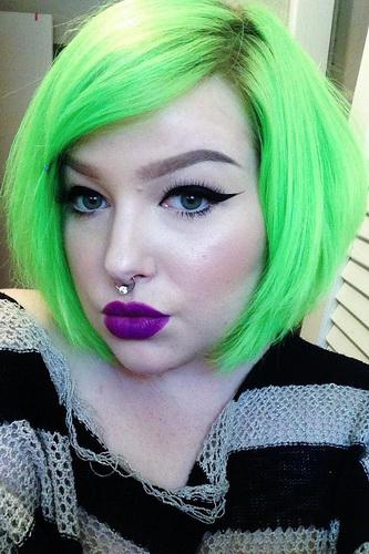Hellgrün Haarfarbe