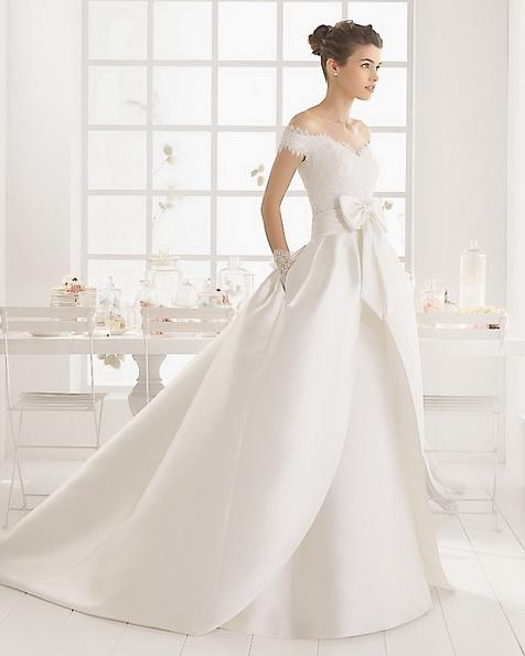 Hochzeitskleid aus Satin mit schleppe - Aire Barcelona 2016