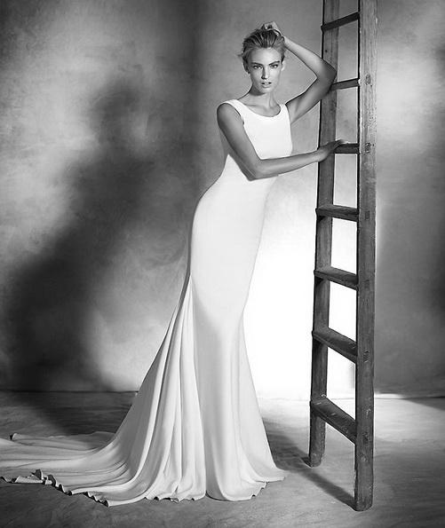 Hochzeitskleid aus Satin mit schleppe - Pronovias 2016