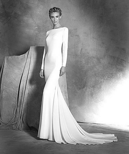 Hochzeitskleid aus Satin mit schleppe und ärmeln - Pronovias 2016