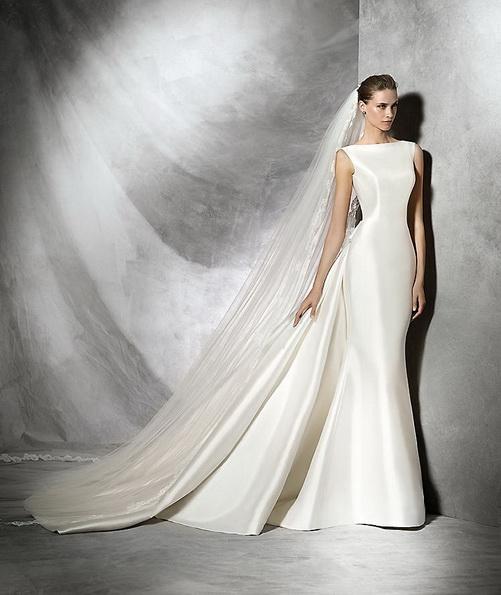 Einfache Hochzeitskleid aus Satin mit schleppe - Pronovias 2016