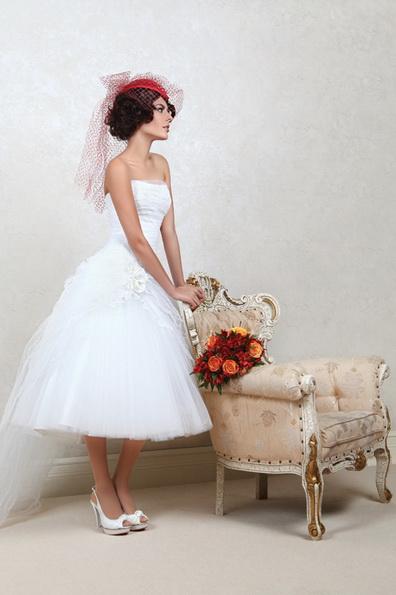 Kurze Hochzeitskleid mit weitem Rock 2016 - Tatiana Kaplun