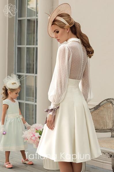 Kurze Hochzeits-Kleid mit langen transparenten ärmeln - Tatiana Kaplun