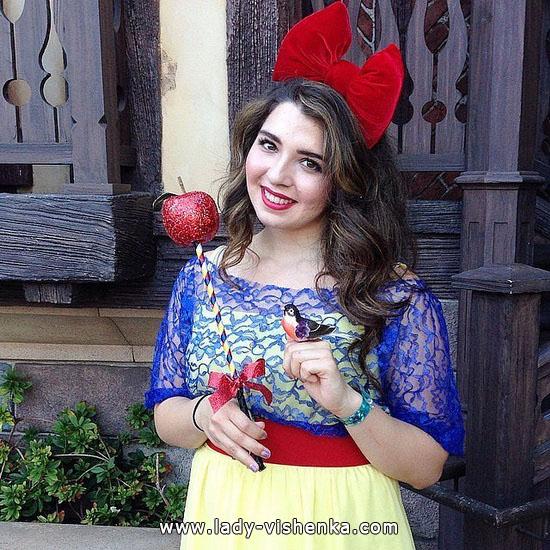 Schneewittchen Halloween mit Apfel
