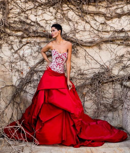 Rotes brautkleid mit Satin-Rock von Jordi Dalmau 2016