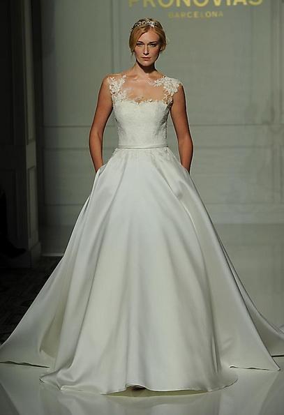 Hochzeits-Kleid mit Satinrock Pronovias - Herbst 2016