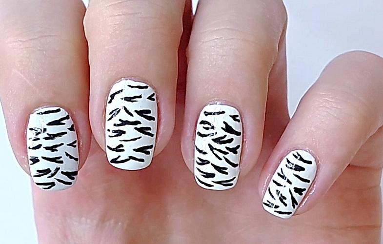 Дизайн ногтей - зебра