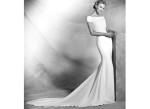 Свадебное платье со шлейфом атласное
